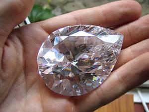 Le plus gros diamant du monde taillé dans une main